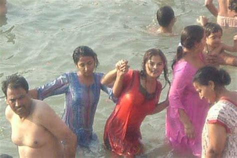 indian girl bathing in bathroom hot mallu girls bathing photos hot mallu aunties