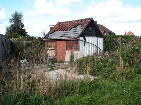 Dilapidated Shed by Dilapidated Shed In Back Garden 169 Simak Cc By Sa 2