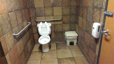 bells bathrooms no tp in a taco bell bathroom mildlyinfuriating