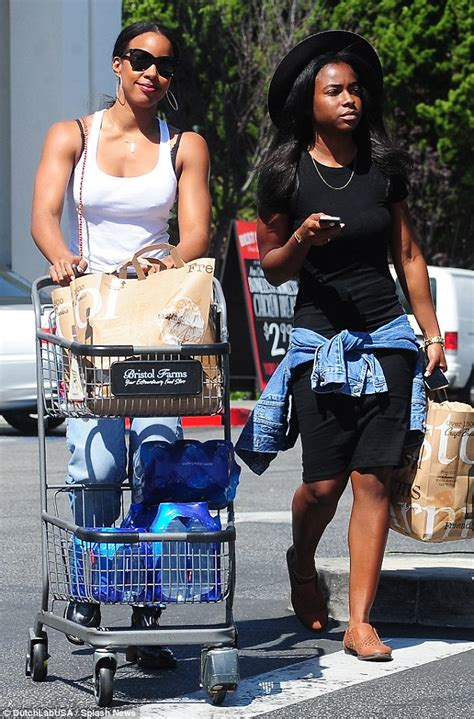 kelly rowland in a white tank top highlighing derriere in kelly rowland in a white tank top highlighing derriere in