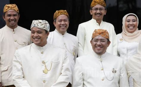 Penjelasan Tentang Baju Adat Sunda adat istiadat suku sunda kebudayaan sejarah bahasa pembahasan lengkap