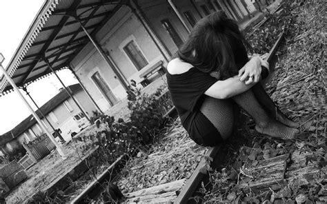 imágenes tristes en blanco y negro las mujeres en blanco y negro emo triste tristeza medias