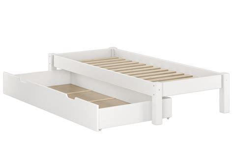 weisses bettgestell weisses futonbett ohne kopfteil massiv 90x200 bettgestell