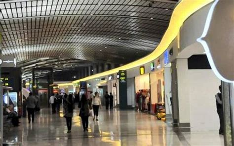 gmr awards hyderabad airport expansion contract  lt