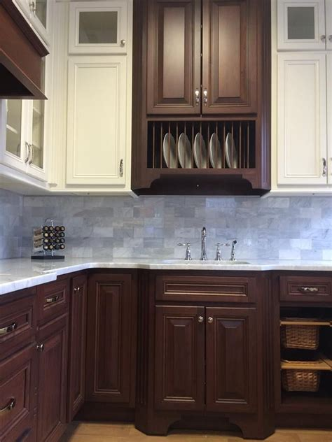 contrasting kitchen cabinets 39 best images about kitchen cabinets nyc on pinterest