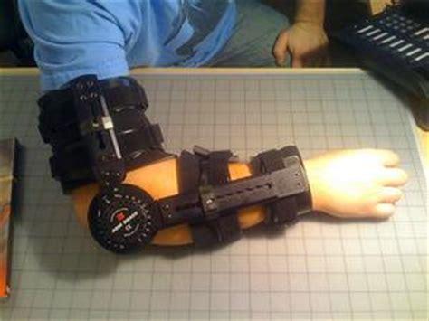 dolore al gomito interno quali sono le cause dolore al braccio e gomito