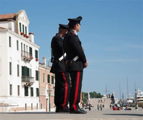 palpare sedere tocca il fondoschiena ad un carabiniere condannata