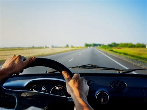 al volante imperdibles consejos antes de salir a manejar por muchas horas