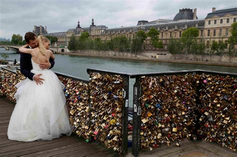 images of love lock bridge photos paris removes love locks from bridge al jazeera
