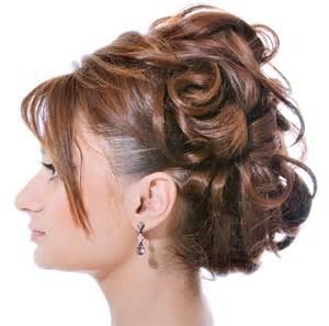 Galerry acconciature laterali capelli medi