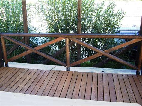 ringhiera per esterni ringhiera con pali in legno rotondi corso legnami srl