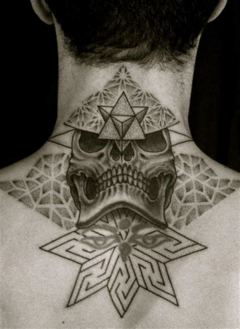 tattoo neck back man totenkopf r 252 cken nacken dotwork tattoo von holy trauma