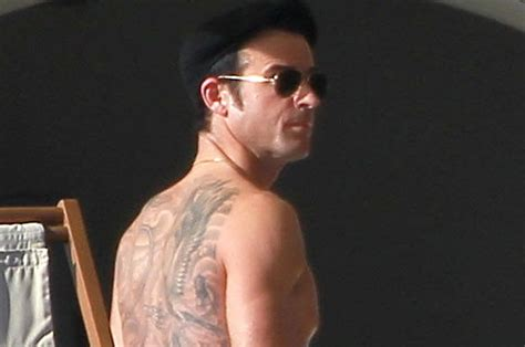 justin theroux back tattoo it s time to celebrate theroux s back thursday