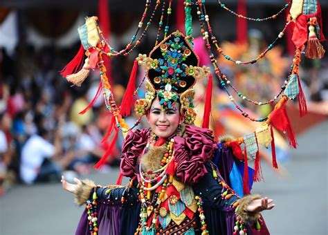 revellers gather for jember fashion carnival zimbio