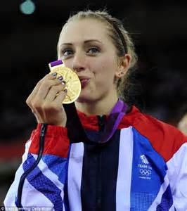 laura trott receives her gold medal after winning the women s omnium