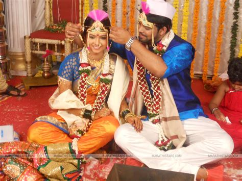 wallpaper couple marathi marathi actress sara shrawan wedding marriage photos