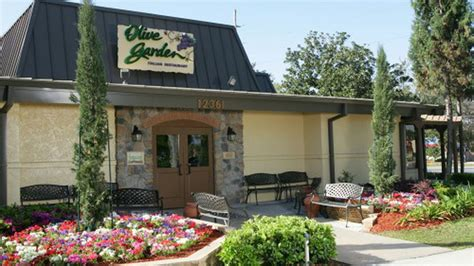 Olive Garden Portland by Olive Garden S Tuscan Farmhouse Redesign Is