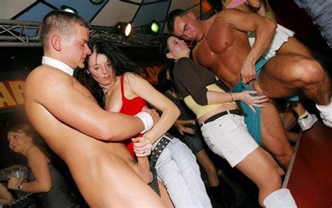 Forumophilia PORN FORUM Wild Party Girls Getting Hardcore