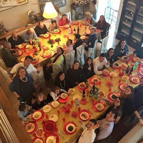 tavole apparecchiate foto la tavola imbandita per le feste intravino