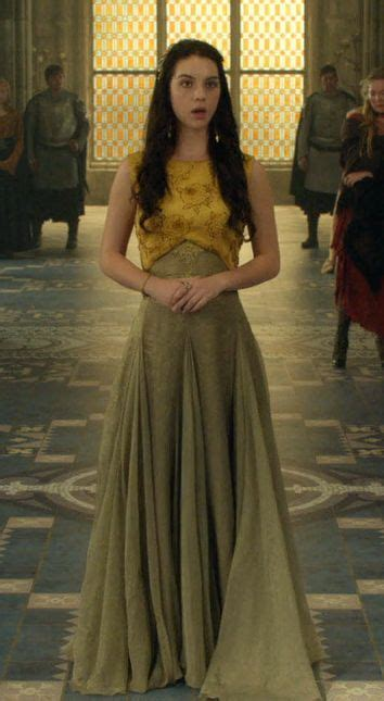 film semi queen cw reign mary queen of scotts movie tv costumes