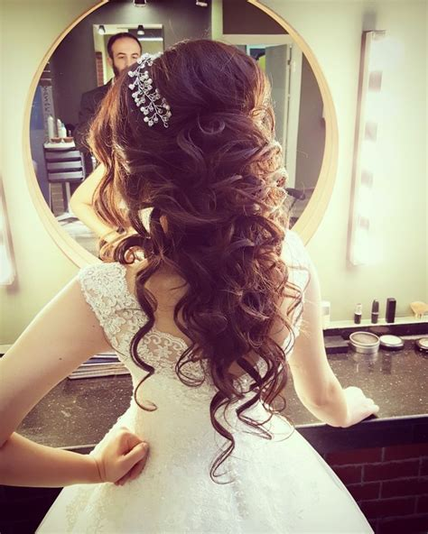 Hairstyles For Quinceanera Damas by Best 25 Quinceanera Hairstyles Ideas On Hair