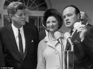 bob hope s wife bob hope s widow dolores to be buried alongside her
