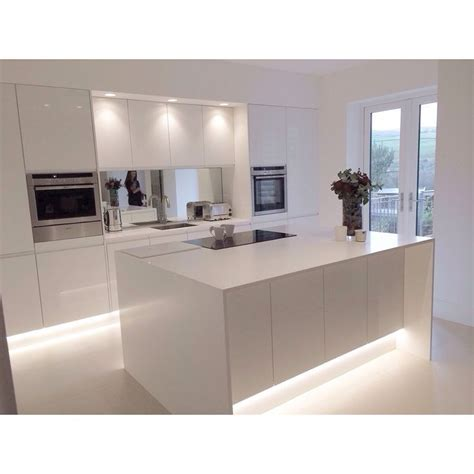 Melamine Kitchen Cabinets by Best 25 White Gloss Kitchen Ideas On Pinterest Kitchen