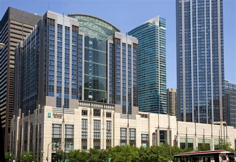 hotels downtown chicago with in room featured image