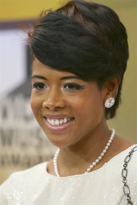 kelis short side part short hairstyles lookbook