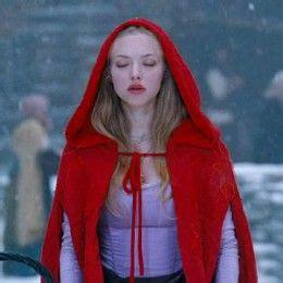 amanda seyfried halloween amanda seyfried red riding hood costume red riding hood