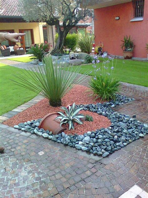 aiuole fiorite con sassi aiuole aiuole ornamentali aiuole giardino