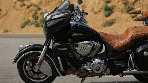 2016 Indian Roadmaster Motorcycle   Indian Red : Features