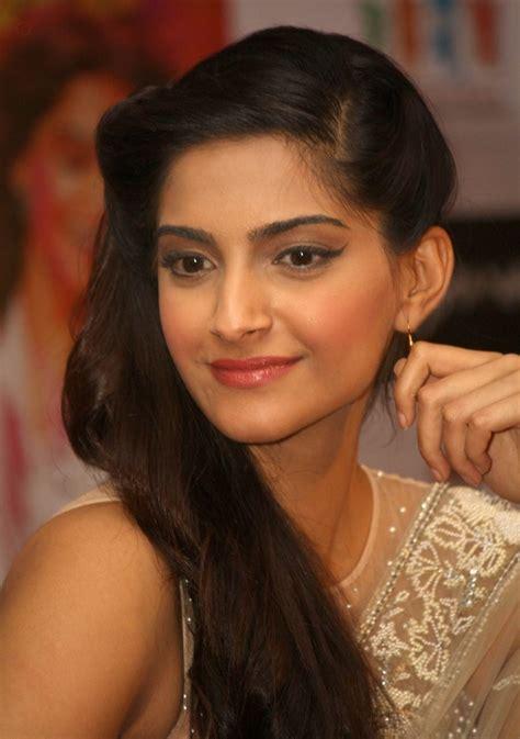 bollywood actress with height 5 6 sonam kapoor wiki biodata affairs boyfriends husband