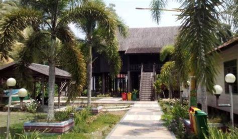 Pisau Restoran rumah betang buntoi pulang pisau indonesia review