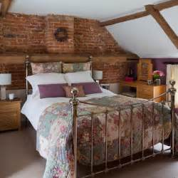 Small bedroom design ideas double bed with patchwork quilt in a