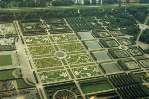 englischer garten münchen größer als central park file herrenhausen gro 223 er garten jpg familypedia fandom