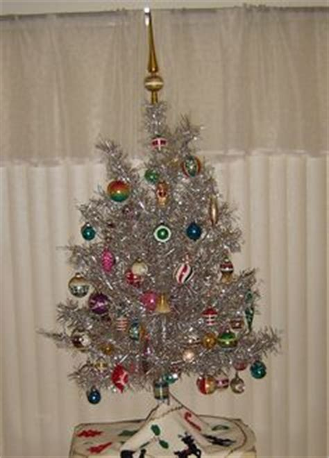 christmas tree in 1970s 1000 images about 1970s decorations on holidays satin and