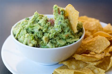 20 Best Work Snacks Nutritionists Swear By Guacamole And Tortilla Chips Healthy