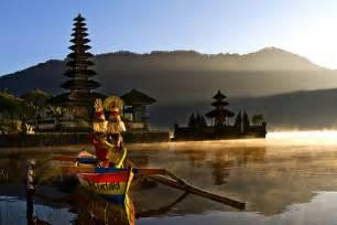 Lukisan Danau Bratan Pura Ulun Bedugul 80x60 Bali 8 bedugul singaraja