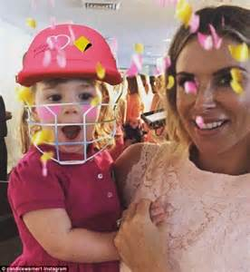 candice warner  mother kerry  daughter ivy mae