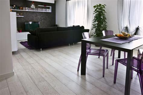 piastrelle per salone quale tipo di pavimento scegliere per il salotto