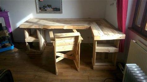 How To Make A L Out Of Wood by Diy Pallet Corner Desk And Pallet Table Pallets Designs