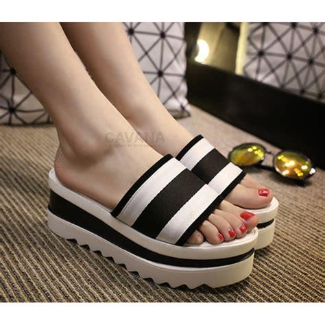 Wedges Slop sandal wanita wedges putih hitam slop cavana sdw249