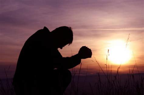 Imagenes Gente Orando | persona orando imagui