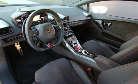 Lamborghini Innenraum by Car And Driver