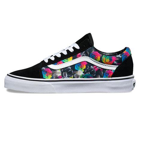 Vans Skool Floral Black White vans skool rainbow floral black white snowboard zezula
