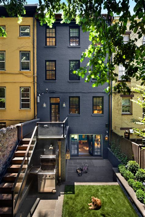urban backyards 8 stunning small space urban backyards splash