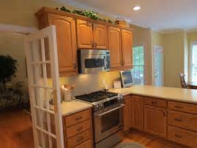Kitchen Cabinets Lighting Ideas Kitchen Color Ideas With Light Oak Cabinet Collections