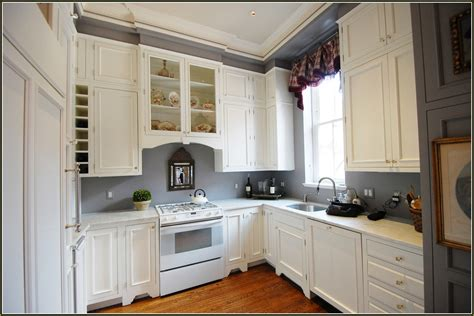 White Cabinets Gray Walls by White Kitchen Cabinets With Gray Walls