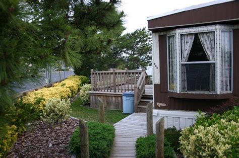 backyard mobile home mobile home landscaping our 101 guide to beautifying